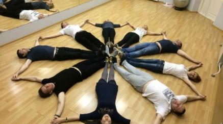 Сальса – горячий латиноамериканский танец, идеально подходящий для обучения новичков.