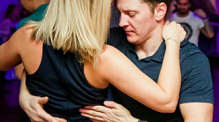 Школа танцев — сальса для начинающих в Петербурге